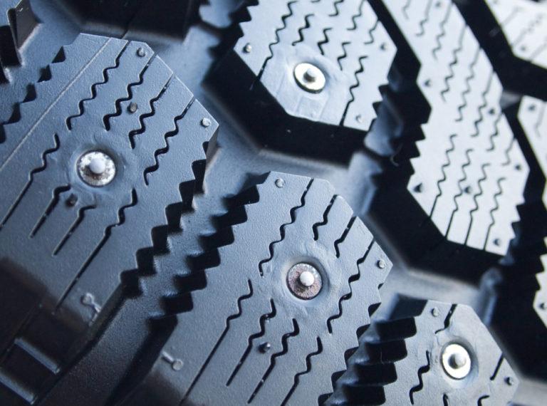 Три правила, которые помогут сохранить шипы на зимней резине как можно дольше